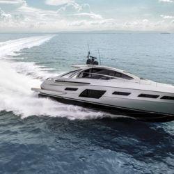 Diseñada por Fulvio De Simoni, la Pershing 7X se destaca por sus líneas exteriores que remarcan su perfil deportivo y elegante.