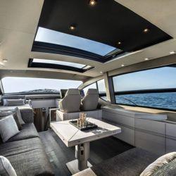 . Lo primero a señalar es la cabina con una vista de 360° gracias a sus ventanas laterales y su techo de vidrio.