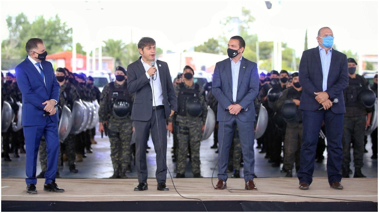 Axel Kicillof junto al ministro Berni y el intendente Watson.