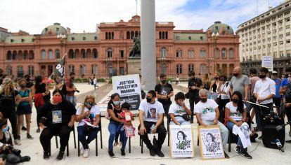 NOTICIAS ARGENTINAS BAIRESUn grupo de familiares de victimas de femicidio se convocaron en plaza de Mayo para repudiar el asesinato de la joven Úrsula Bahillo en la localidad Rojas Foto