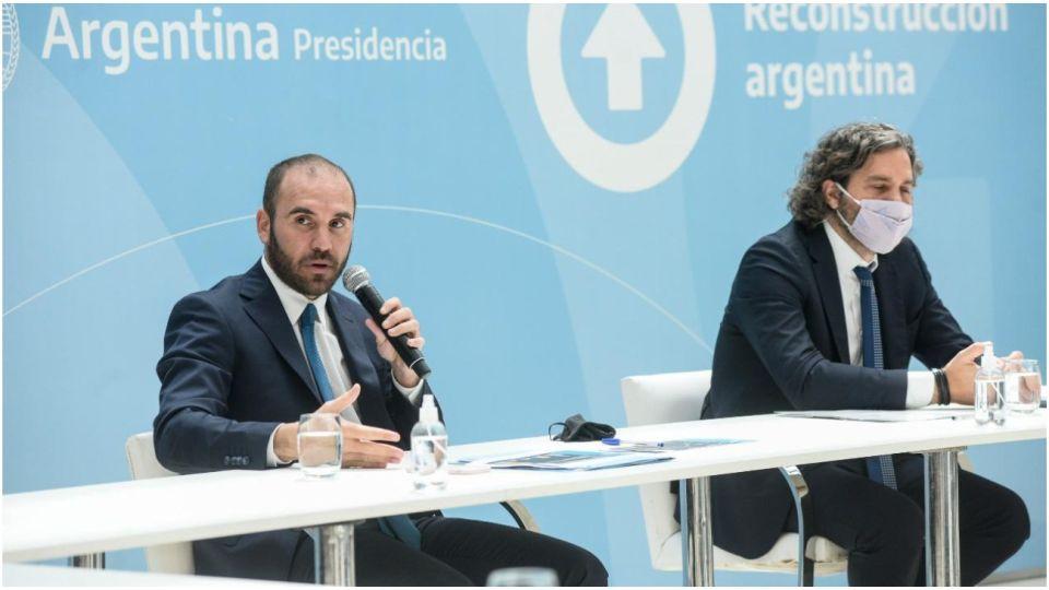 Santiago Cafiero junto a ministros y sindicalistas en una reunión sobre paritarias y salarios.