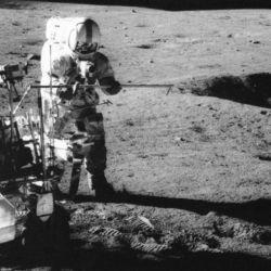 Según la investigación mientras la primera bola voló 22 metros, la segunda cayó sobre la Luna apenas a 36 metros de distancia.