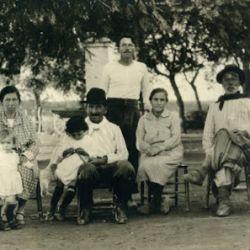 En 1913 se casó con Adelina del Carril con quien formó una gran familia en su estancia La Porteña, en San Antonio de Areco.