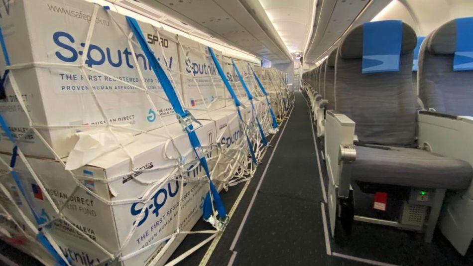 Nueva tanda de vacunas Sputnik V. El cuarto vuelo llegó este viernes por la tarde.