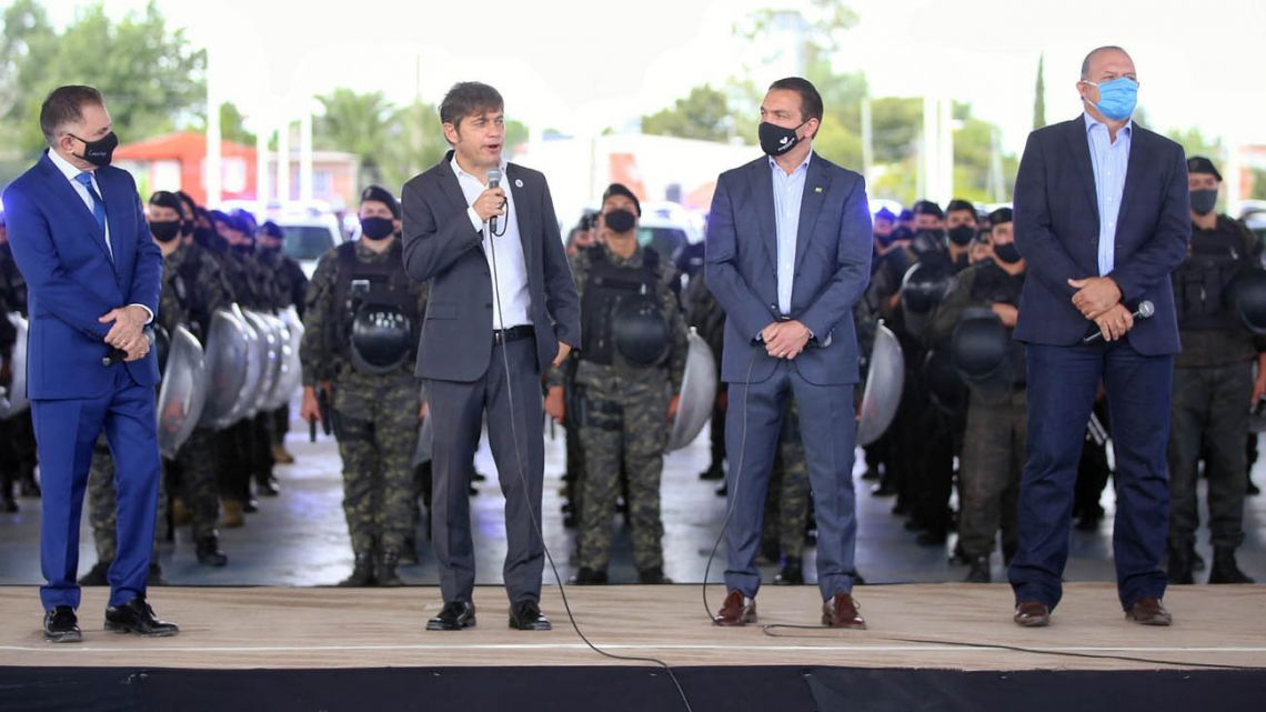 Buenos Aires Province Governor Axel Kicillof (second from left) leads an event in Florencia Varela, flanked by officials including provincial Security Minister Sergio Berni (right).