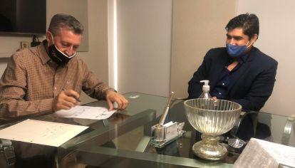 REGRESO. La iniciativa partidaria se da 18 años después de que Giacomino –en la foto junto al  locutor Armando Osores– ingresara a la política de la mano de Luis Juez con el Partido Nuevo.