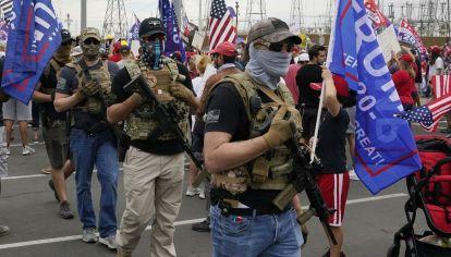 Militantes de Trump se movilizan armados y con chalecos antibalas