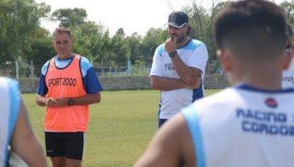 'TOTA' CONCENTRADO. El entrenador busca estar en cada detalle para que la final no se les escape.