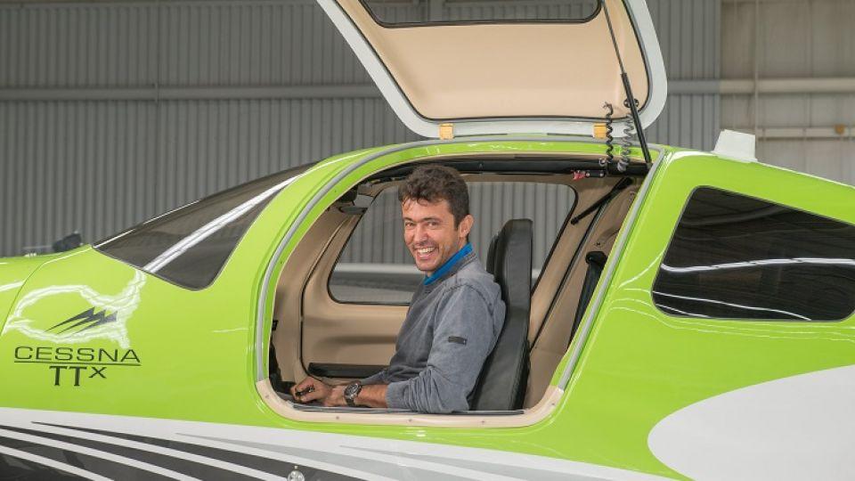CARLOS GONZÁLEZ. En La fábrica Cessna de Independence (USA) retirando el Cessna TTX.
