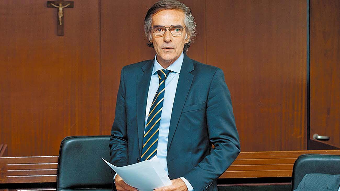 El camarista Hornos podría ser apartado de la presidencia de Casación por sus visitas a Macri