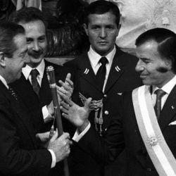 8 de julio de 1989: Carlos Menem asume la presidencia.