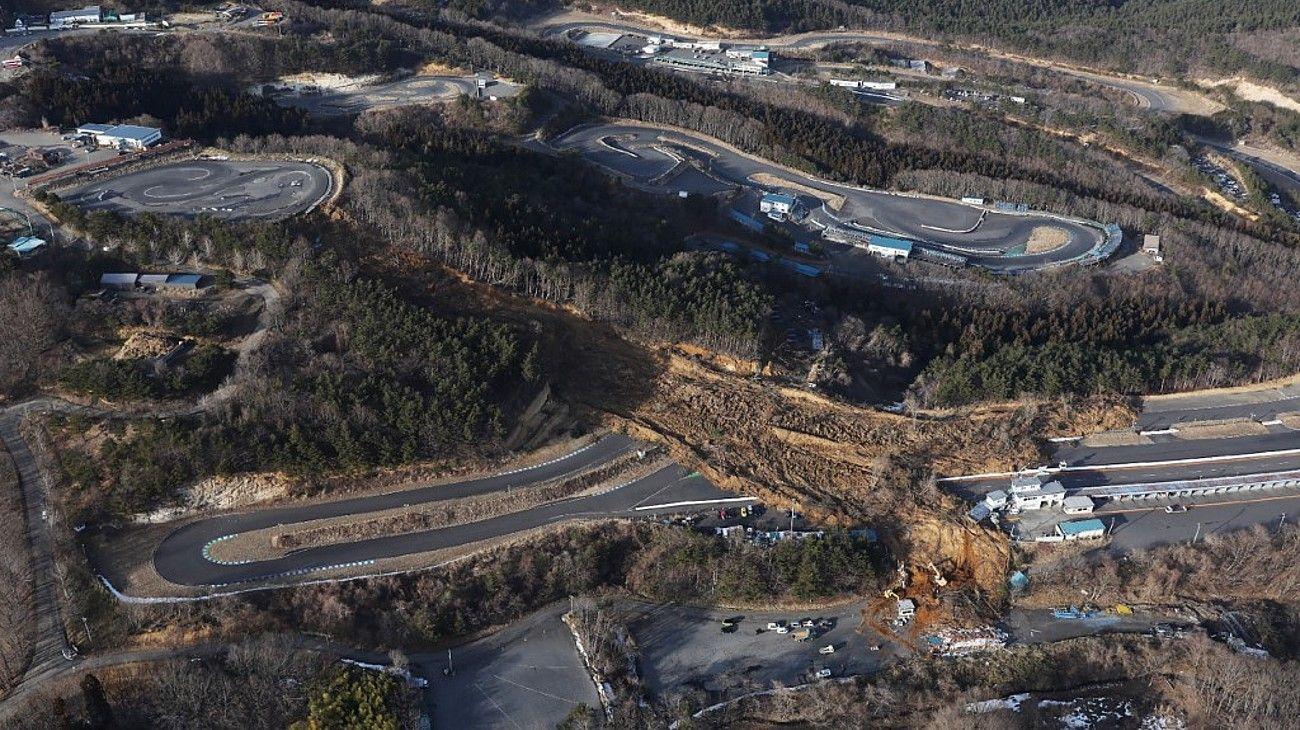 Un deslizamiento de tierra cerca de Fukushima, porvocado por el sismo de 7.3 grados en Japón.