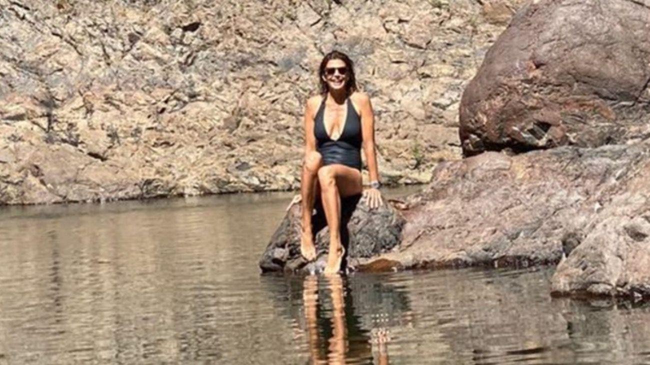 Juliana Awada volvió a la Patagonia, de viaje sin hijas ni Macri, que está en Qatar.