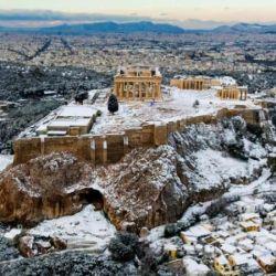 El Partenón amaneció totalmente cubierto de nieve.
