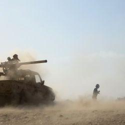 Las tropas gubernamentales respaldadas por audi repelen una ofensiva rebelde huthi en Marib, rica en petróleo, a unos 120 kilómetros (75 millas) al este de la capital rebelde de Yemen, Sanaa.   Foto:AFP