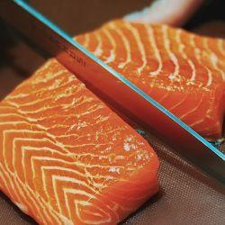 Siempre conviene investigar bien la procedencia del salmón.