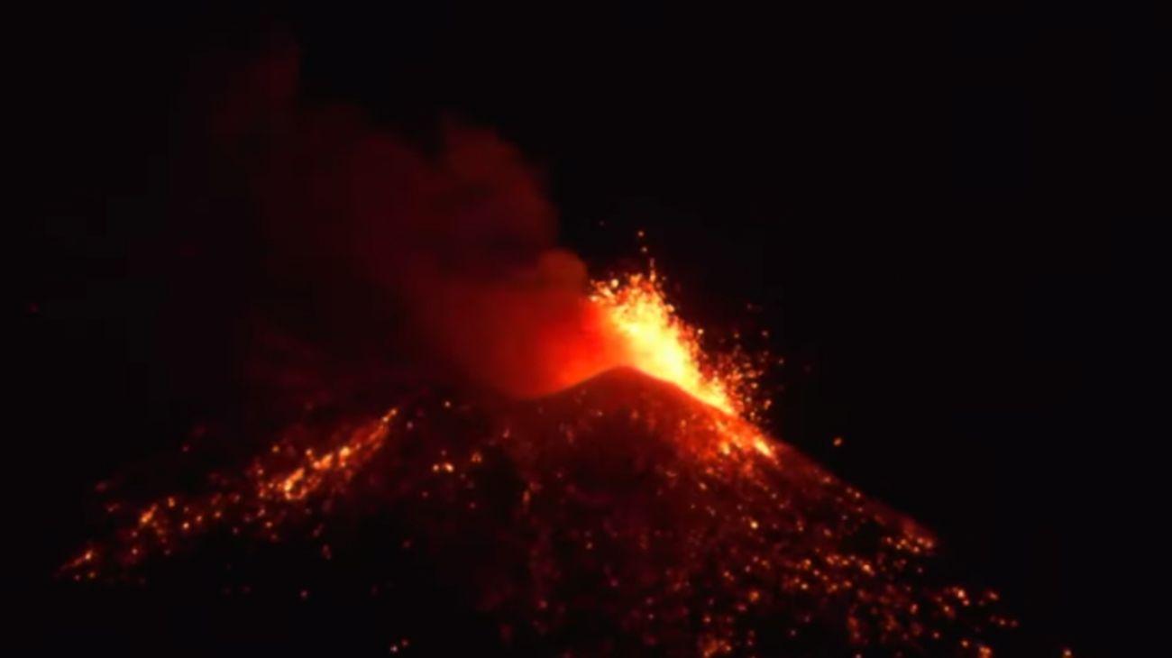 Erupción del volcán Etna el 16 de febrero de 2021.