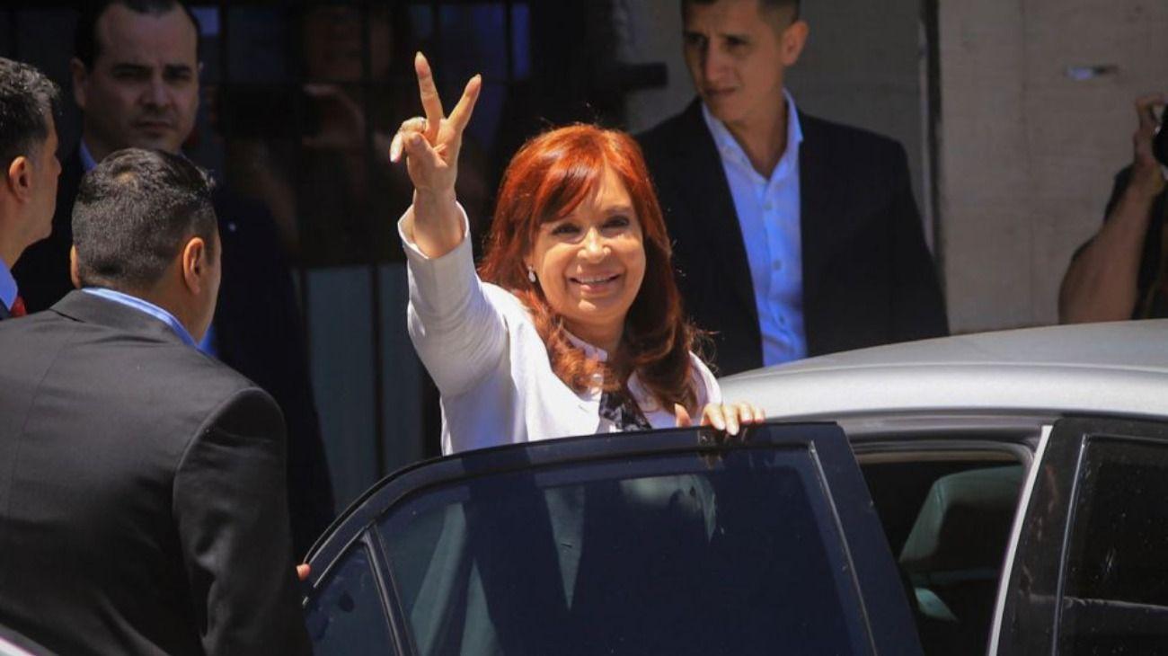 CFK reaparece en los tribunales con un discurso encendido contra la justicia y el macrismo