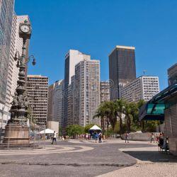 Las solitarias calles de Río de Janeiro son el fiel reflejo de la tristeza que embarga a los brasileños por la suspensión del carnaval.