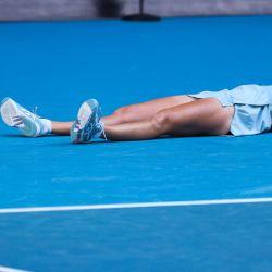 Jennifer Brady de los EE. UU. Celebra la victoria contra la checa Karolina Muchova durante su partido de semifinales individuales femeninos en el día once del torneo de tenis del Abierto de Australia en Melbourne. | Foto:David Gray / AFP