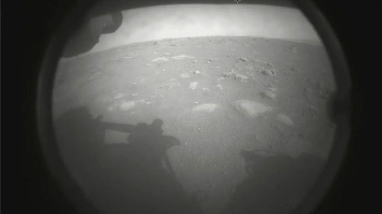 Las primeras imágenes del Perseverance de la NASA en Marte.