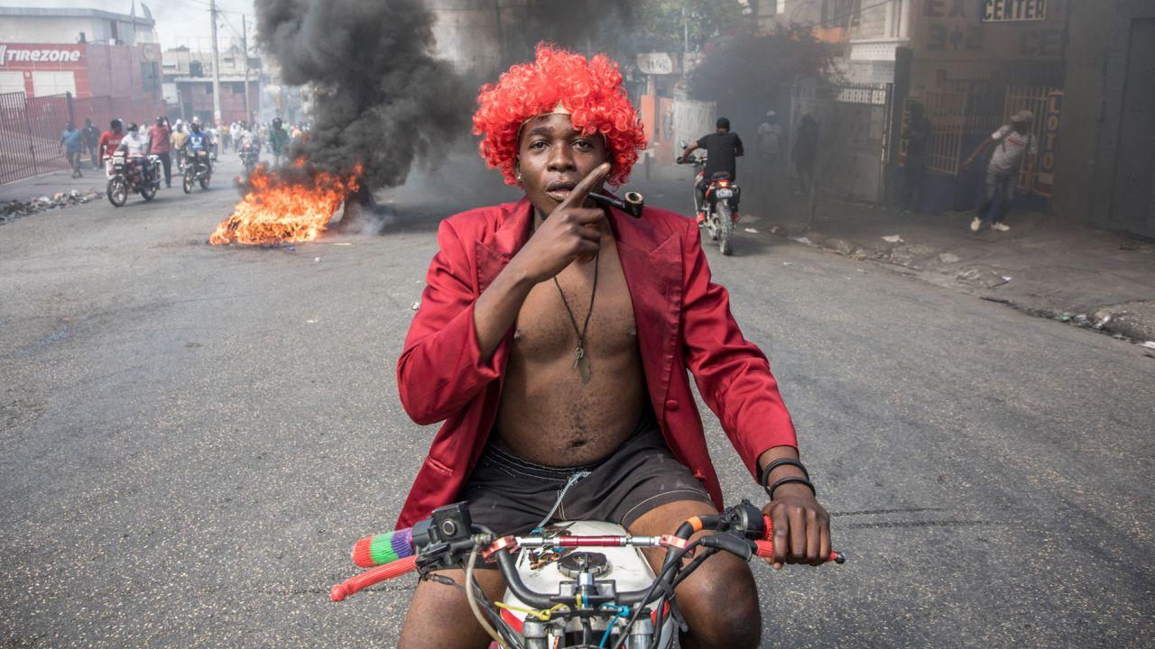 Los manifestantes marchan en Puerto Príncipe para protestar contra el gobierno del presidente Jovenel Moise. | Foto:Valerie Baeriswyl / AFP