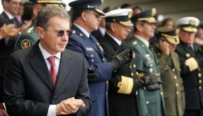 """Alvaro Uribe, el presidente de los """"falsos positivos"""""""
