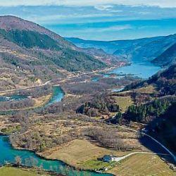 Actualmente, Jezero cuenta con una población de apenas 1.370 habitantes.