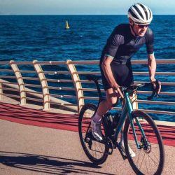 La HPS Domestique es una bicicleta de gama alta, por lo que está equipada con cubiertas P Zero de Pirelli y manillar de Deda Elementi.