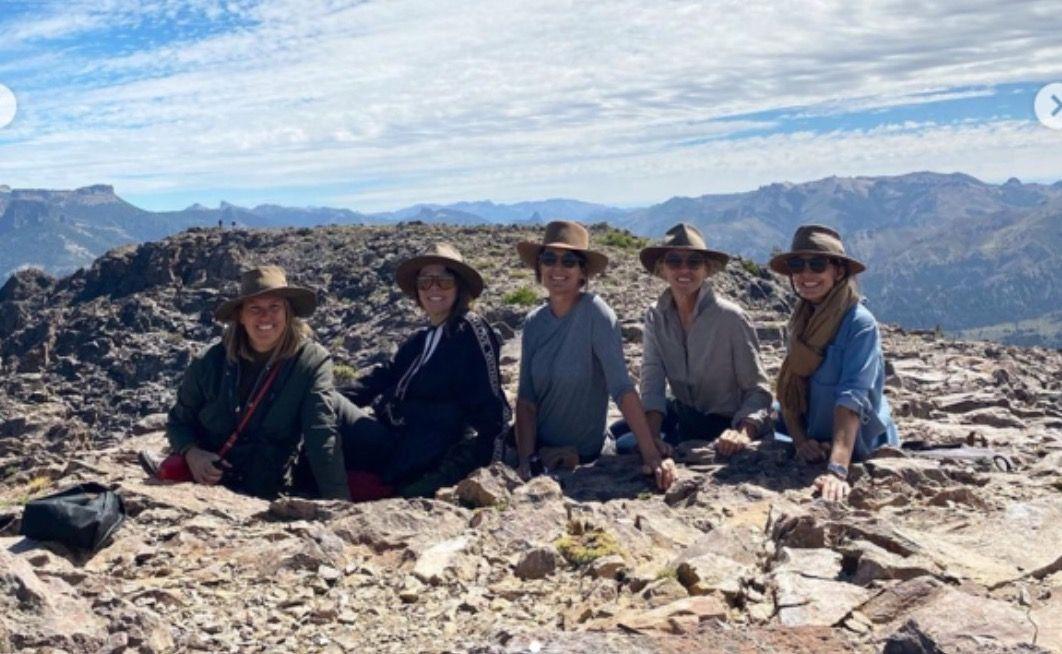 Juliana Awada con sus amigas en su escapada de fin de semana largo a la Patagonia.
