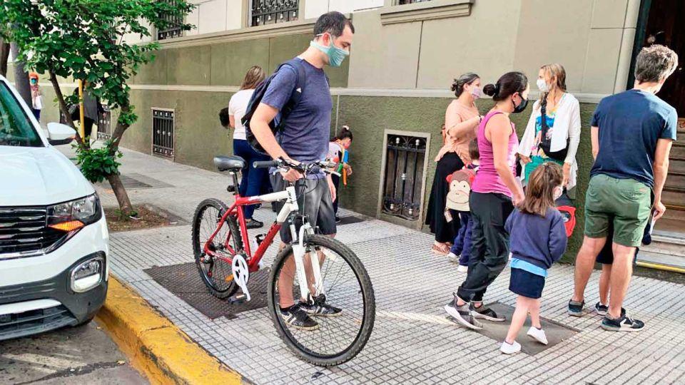 Viajes. Según la Ciudad, el uso de la bici libera espacios en el transporte público para los esenciales.