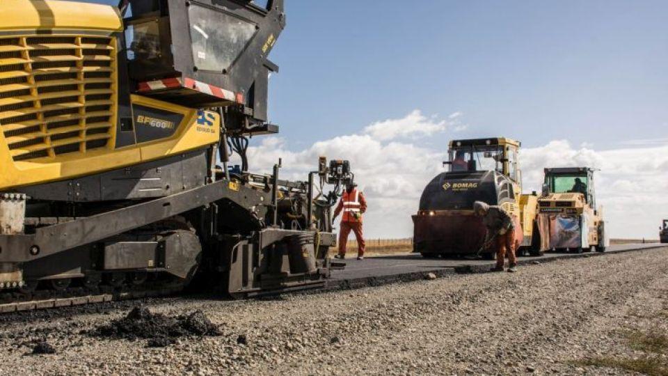 SE ENCIENDE. El sector privado espera el efecto derrame de la obra pública provincial.