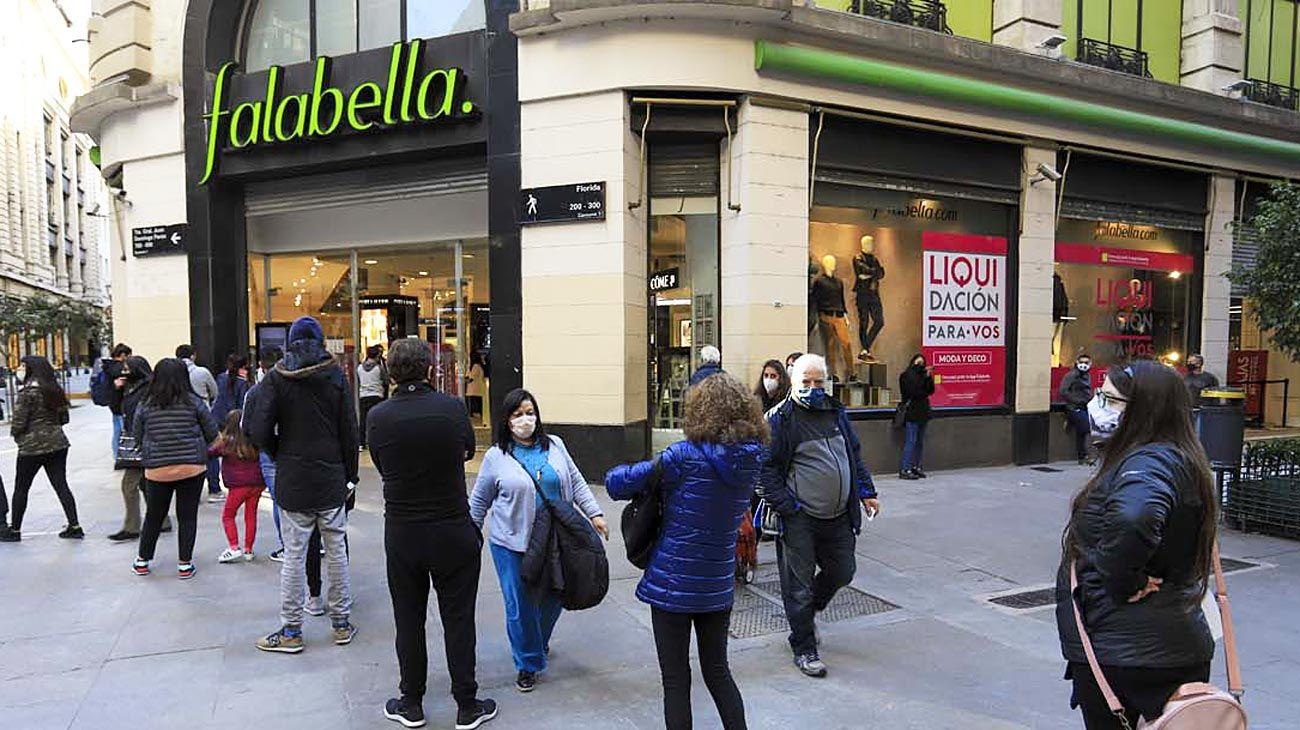 Falabella. La cadena anunció que cierra locales en Mendoza, San Juan, Córdoba y Rosario.