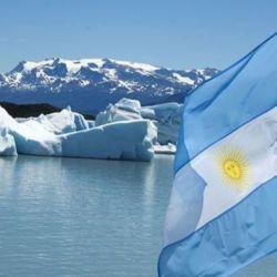 El izamiento de la bandera argentina en la Antártida marcó un hito histórico mundial.