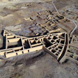 La vista aérea muestra el lugar donde se cree que nació Abraham, el padre de tres religiones: el judaísmo, el cristianismo y el islam, en la antigua ciudad de Ur, que se encuentra ahora en la provincia de DhiQar, en el sur de Irak. AFP | Foto:AFP