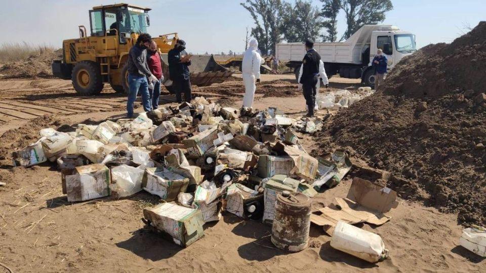 Se encontraron bidones de agroquímicos vacíos y algunos llenos.