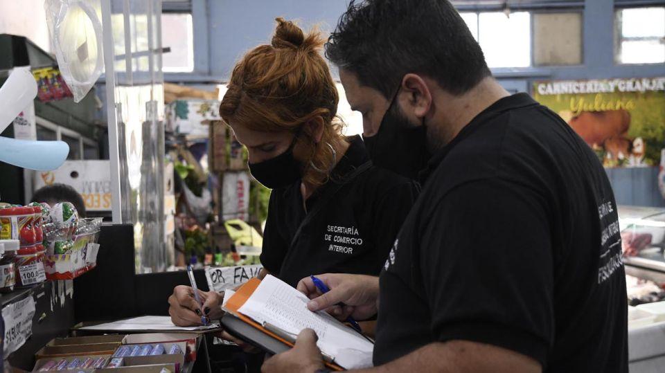 Los inspectores comparan que los precios indicados en caja y góndolas 20210223