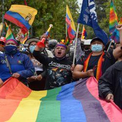 Simpatizantes del candidato presidencial ecuatoriano por el movimiento Pachakutik, Yaku Pérez, participan en una marcha hacia el Consejo Nacional Electoral en Quito.  | Foto:AFP
