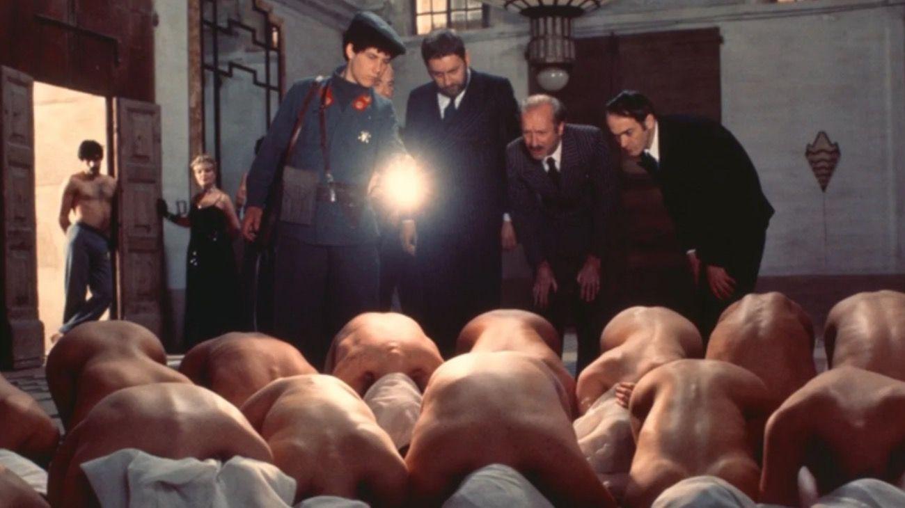 """Escena de """"Salo o los 120 días de Sodoma"""", de Pier Paolo Pasolini basado en el clásico del Marqués de Sade."""