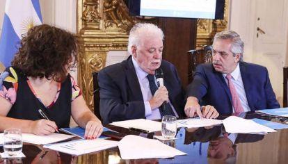 Carla Vizzotto, Ginés González y Alberto Fernández