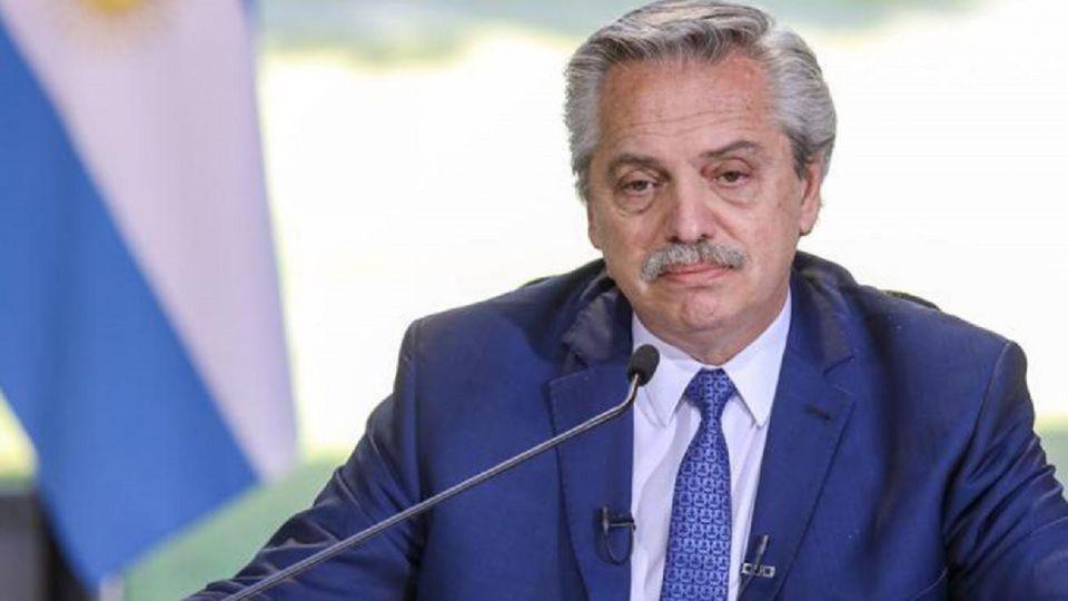 """Alberto Fernández recibió el golpe del escandalo de las """"Vacunas VIP"""" en las encuestas"""