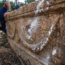 Los afortunados albañiles se encontraban trabajando el la construcción de un hospital veterinario en el parque safari de Ramat Gan, Tel Aviv.