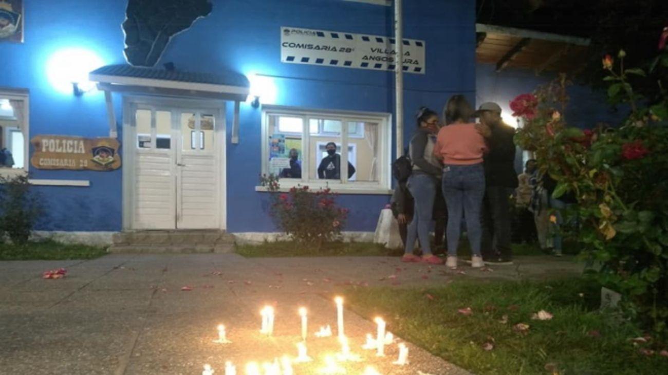 La Comisaría 28 de Villa Langostura, establecimiento policial donde Guadalupe Curual denunció a su ex pareja antes de ser asesinada.