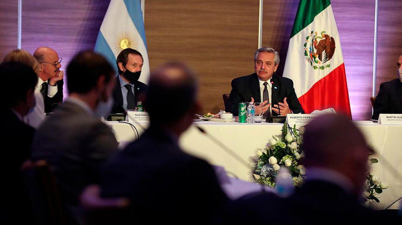 Martín Guzmán acompaña al presidente Alberto Fernández por su gira en México.