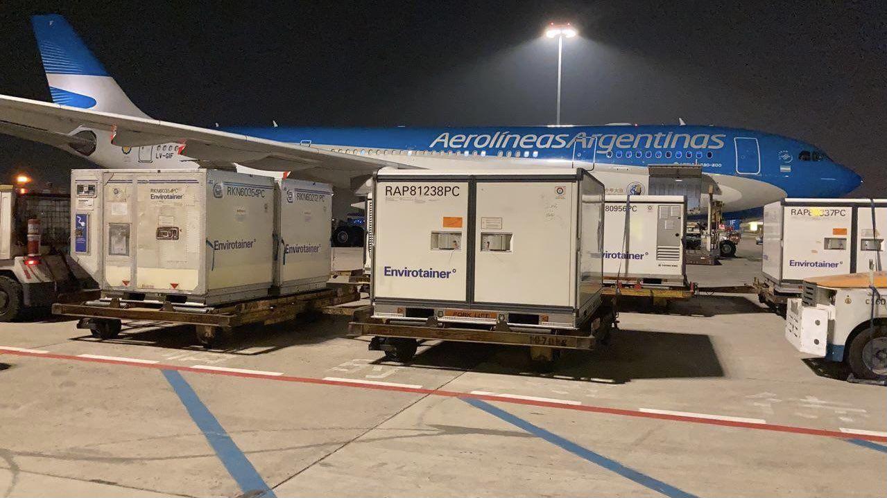 El vuelo de Aerolíneas que trae desde China un millón de dosis de la vacuna Sinopharm.