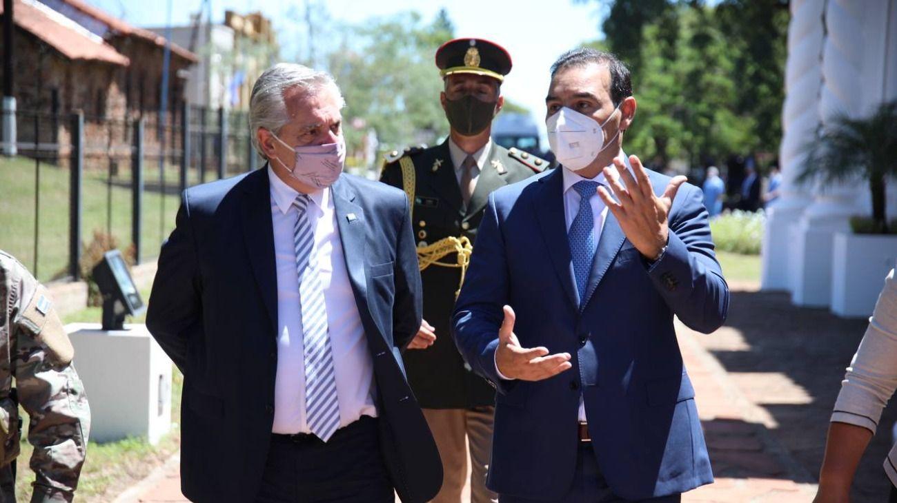 Alberto Fernández junto al gobernador de Corrientes, Gustavo Valdés.