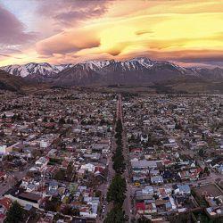 Ubicada al noroeste de la provincia de Chubut, Esquel es la cabecera del departamento Futaleufúsquel fue fundada elFUbucuciaEsquel está ubicadaNi u BuCibiob ib oEsquel está ubicada al noroeste de la provincia de