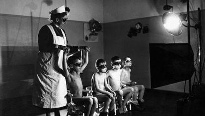 """Una treintena de instituciones especiales (en Alemania y otros nuevas países) fueron convertidas en """"granjas"""" nazis para la procreación de los hombres de las SS y como casas para las madres solteras alemanas."""