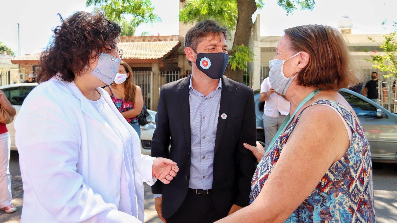 Axel Kicillof y la ministra Carla Vizzotti visitaron el vacunatorio emplazado en la Escuela Secundaria 11 de Morón.