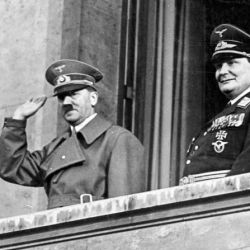 Hitler le ordenó a su ministro del Aire Hermann Göring rehacer formalmente la aviación de guerra alemana.